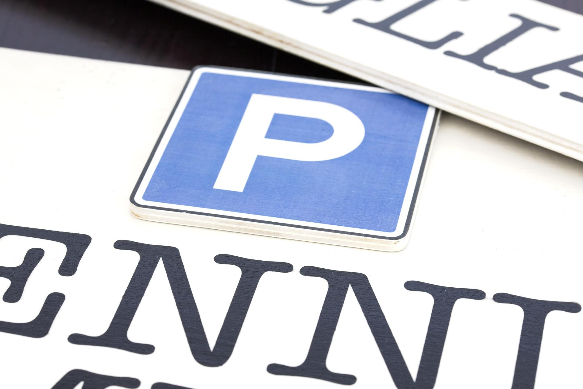 Insegne Di Legno - Particolare Parcheggio Auto