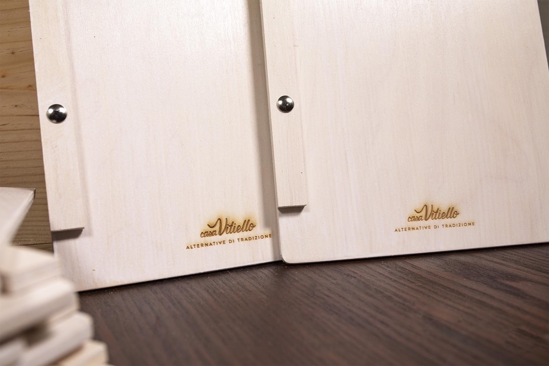 Portamenu di legno con incisione laser