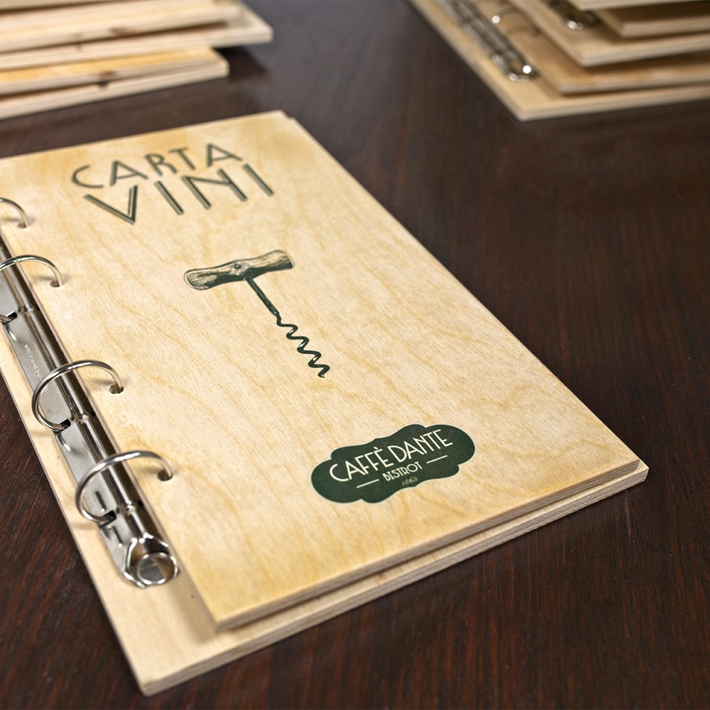 Libertà - Portamenu di legno per fogli personalizzati 16x26H cm