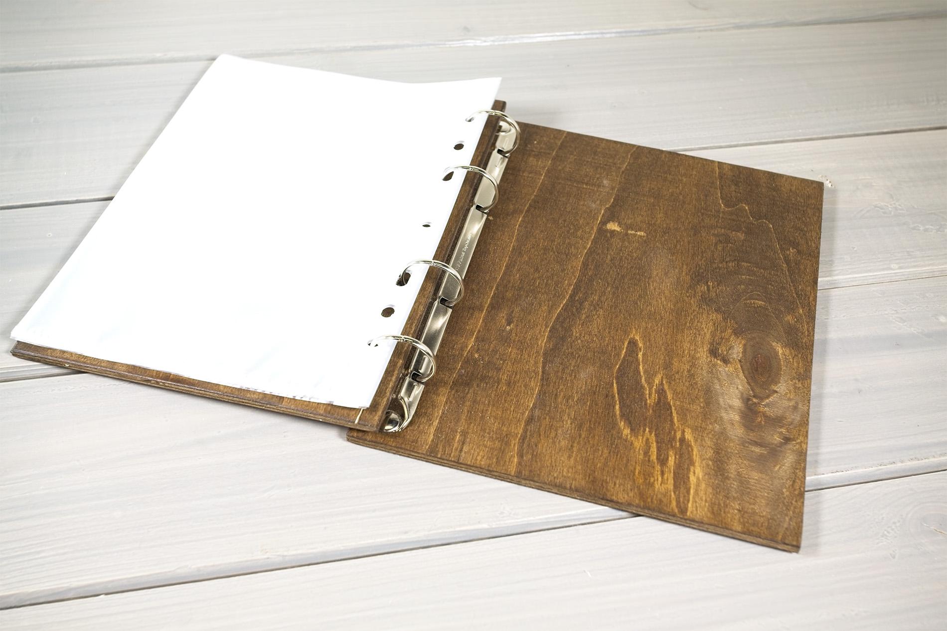 Portamenu Papireto Per Fogli A5 Con Buste In Plastica Personalizzato In Noce Scuro