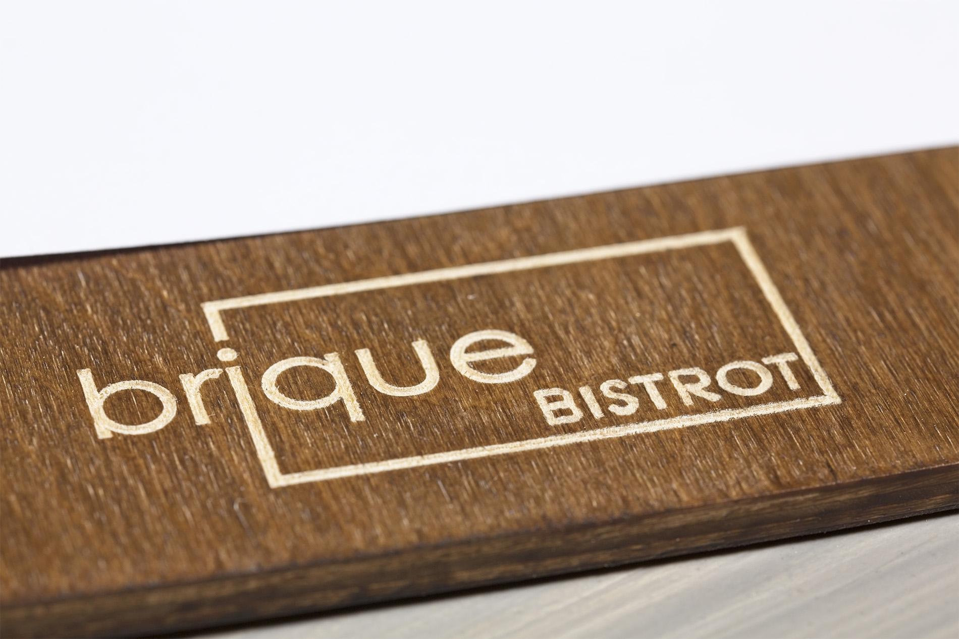Portamenu Capo Gallo Brique Bistrot Dettaglio Logo Inciso