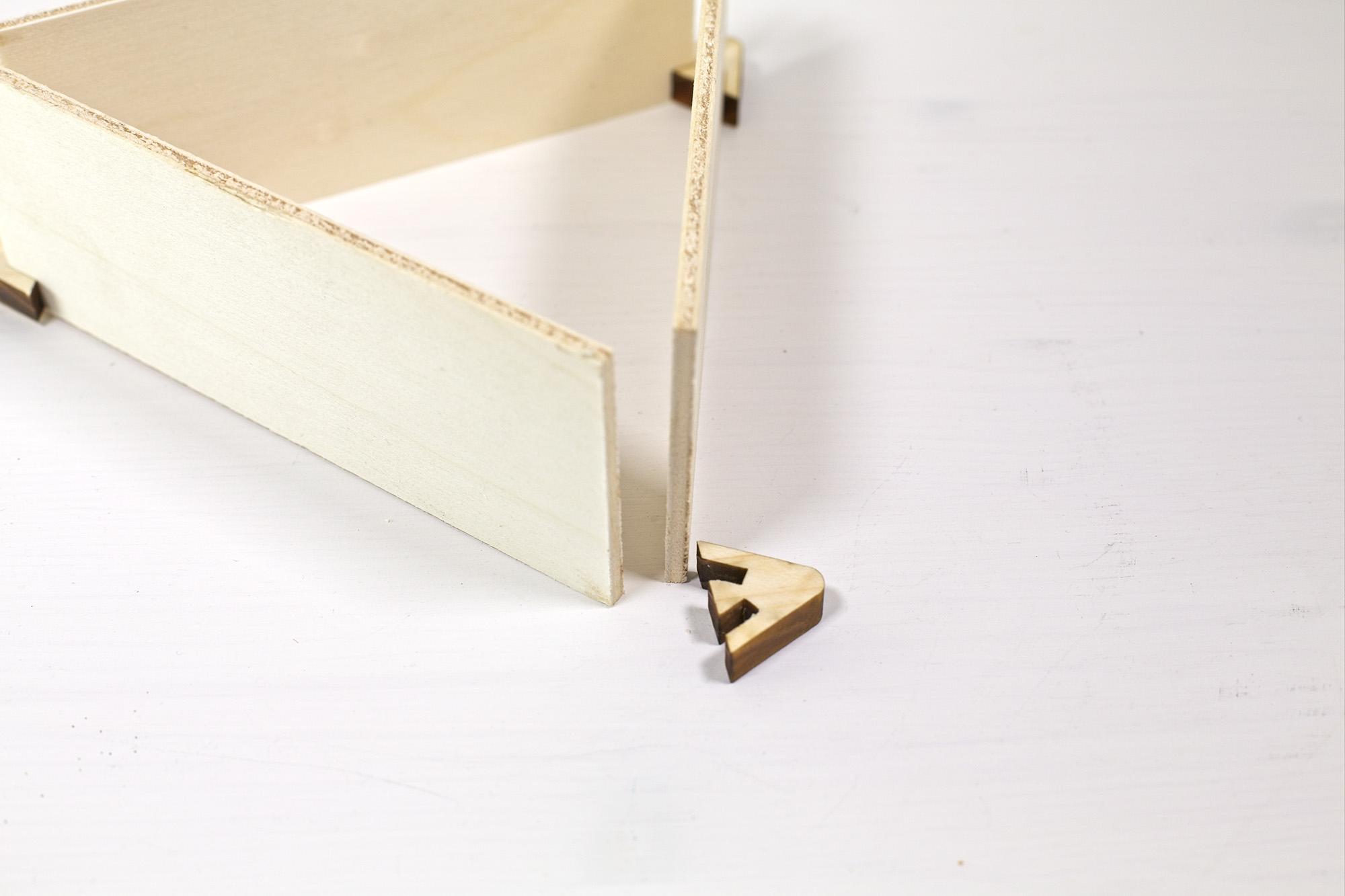 Racina - Table Tent Triangular Wooden Desk